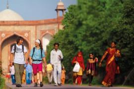Salewa: in viaggio vestiti con capi leggeri che proteggono dalle zanzare e dai raggi UV