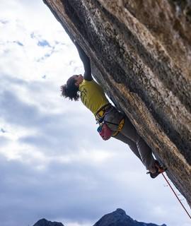 Giorgia Tesio climbing Noi 8b+ at Andonno