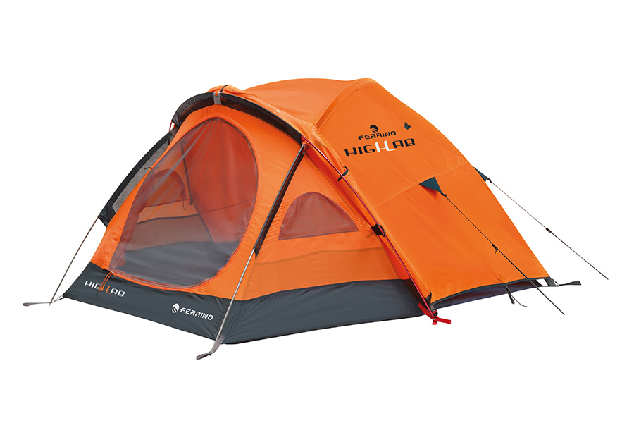 Pilier 2 - Geodesic tent, ideal for expeditions and for mountain use at high altitudes.