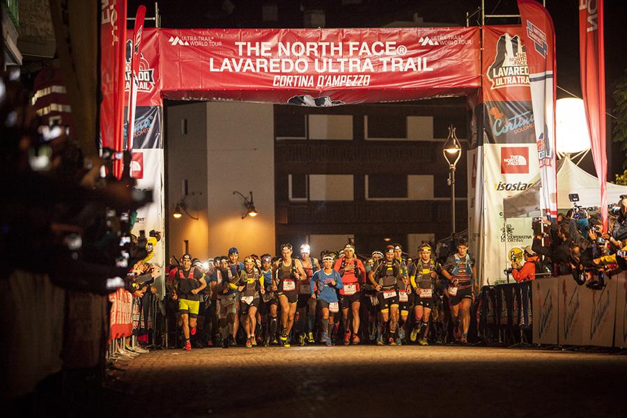 'edizione 2016 della The North Face® Lavaredo Ultra Trail, parte dell'Ultra-Trail World Tour, ha visto la partecipazione di 1500 runner provenienti da 60 nazioni, che si sono ritrovati a Cortina per esplorare uno dei luoghi di montagna più iconici e famosi del mondo.