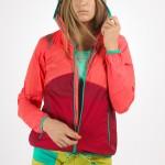 La Sportiva Creek JKT W, giacca anti-vento ideale per utilizzi multi-pitch in parete e per il tempo libero in giornate ventose.