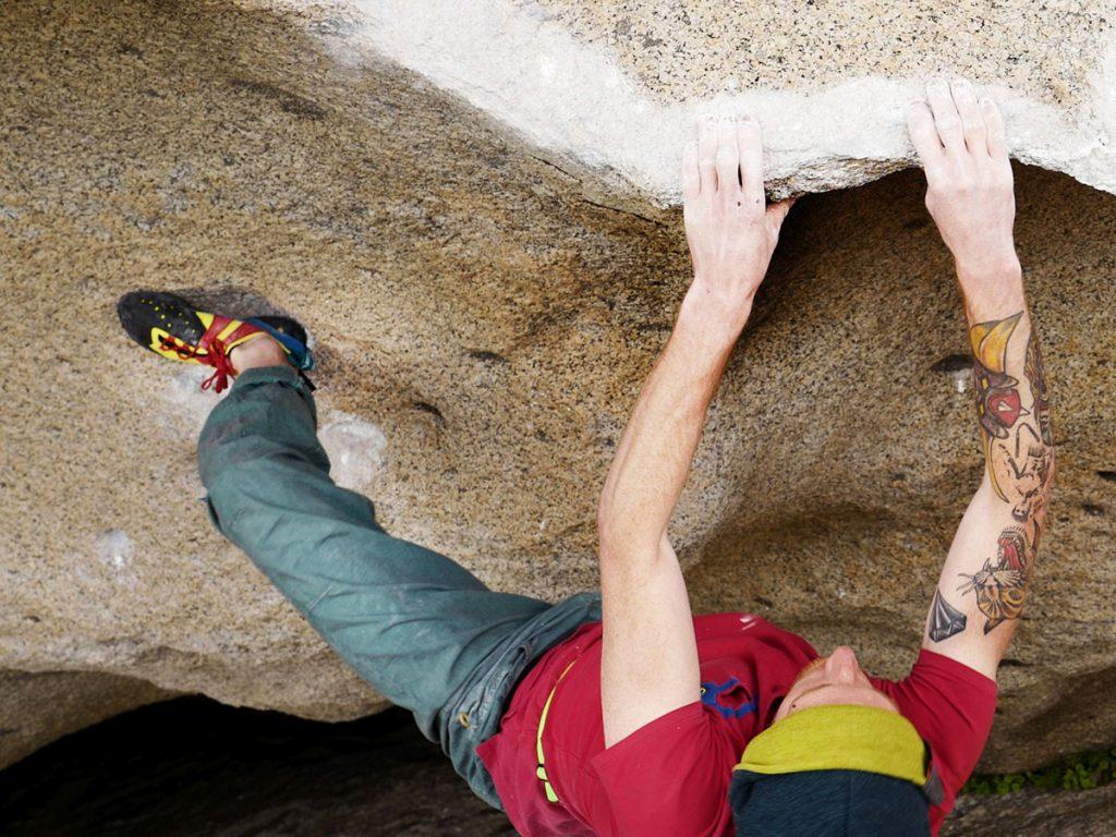 Chimera è la nuova scarpetta d'arrampicata tecnica da climbing presentata da SCARPA® per la collezione SS2017. Nella foto, Gabriele Moroni indossa la Chimera in Sardegna @ Massimo Malpezzi
