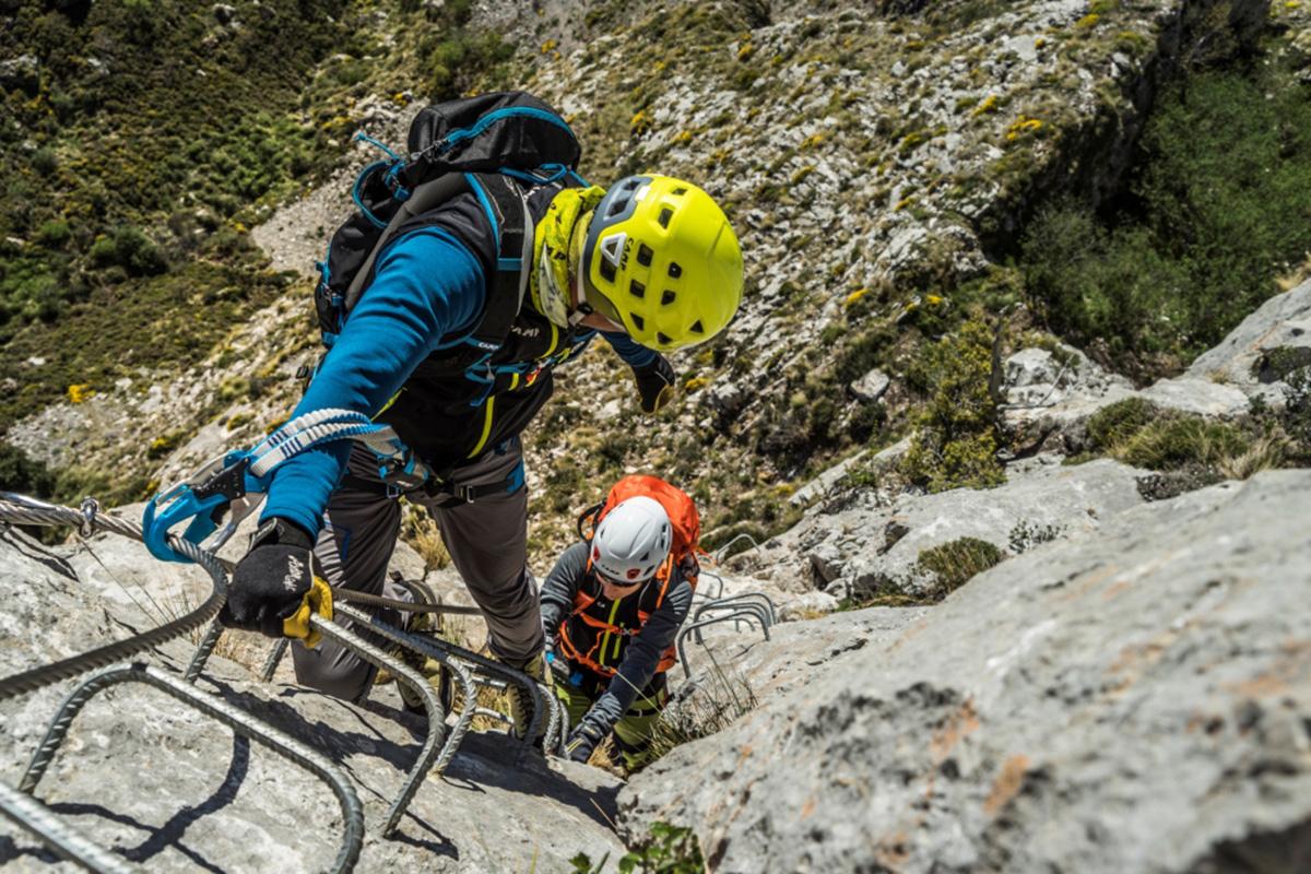 Klettersteigset Camp : Klettersteigset camp vortex: anlegen des klettersteigsets