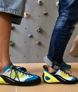 """Il centro vice-campione d'Italia con Dolomiti Energia Trenino Luca Lechthaler ritira da La Sportiva le """"scarpette"""" d'arrampicata su misura: un 54."""