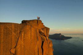 Marcin Tomaszewski ha aperto due nuove vie d'arrampicata in Groenlandia insieme a Wojtek Malawski, Konrad Ociepka e il cameraman Mateusz Solecki.