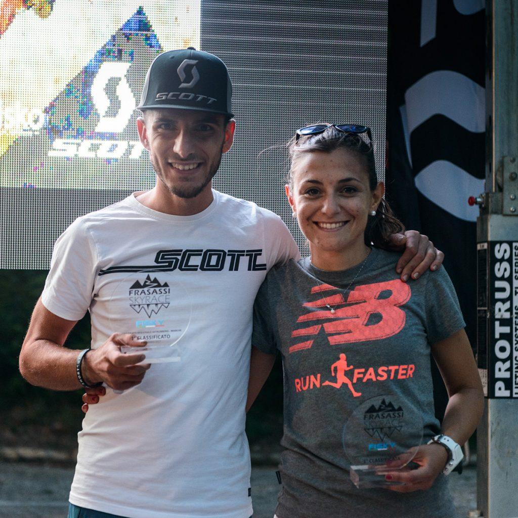Al Frasassi Sky Race targata SCOTT un sold out, con 300 iscritti che si sono sfidati in una giornata dominata dal sole e dalla passione per la corsa in montagna. Giacomo Forconi e Martina Testarmata campioni regionali
