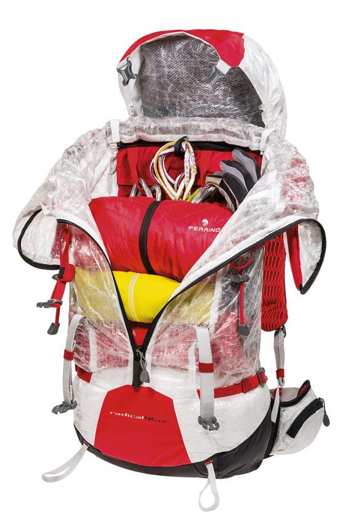 Zaino da alpinismo Radical di Ferrino: la cerniera frontale consente un facile e comodo accesso al corpo principale