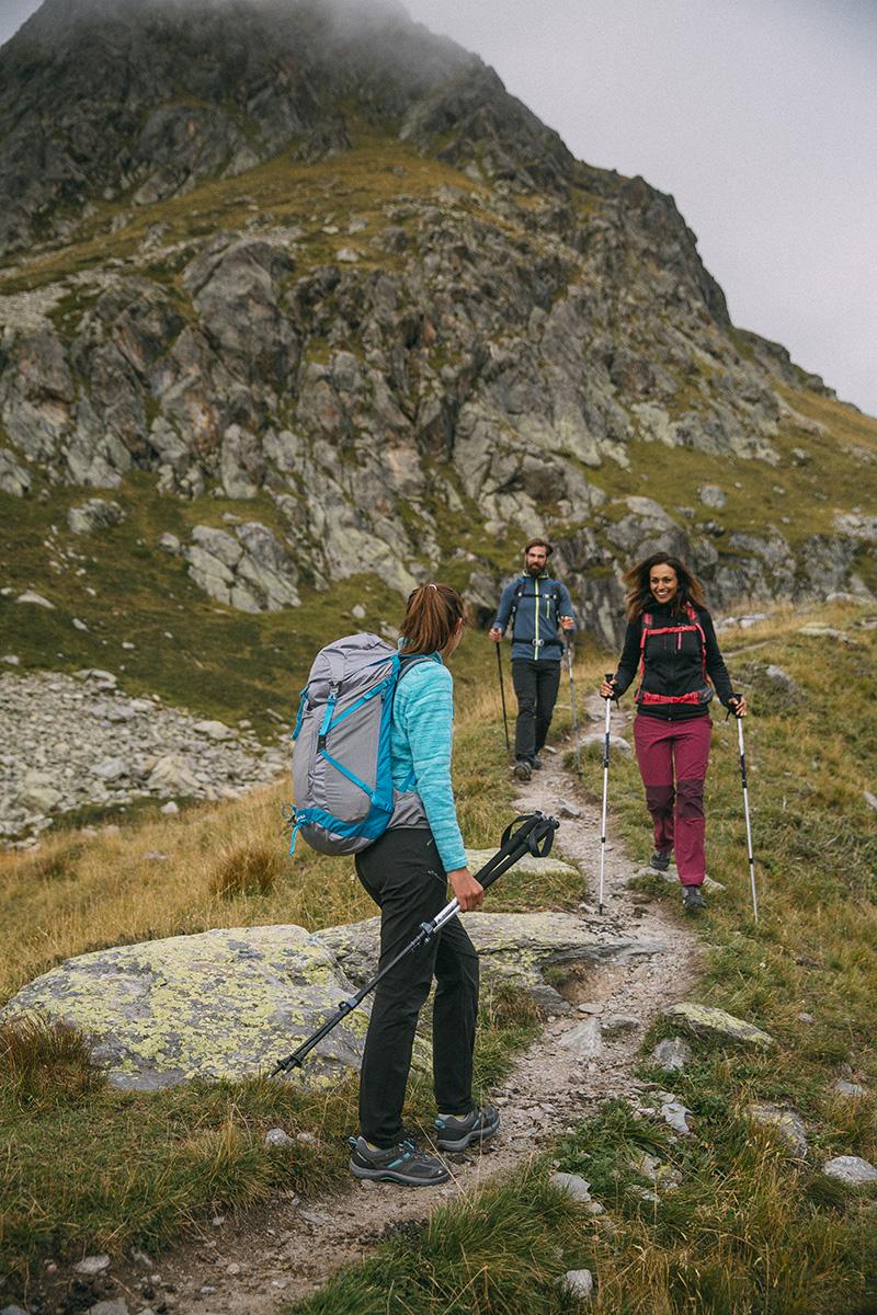 Più Trekking Differenza La L'equipaggiamento E Idoneo Hiking H0w1q