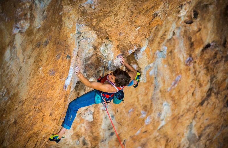 Imbragatura Rock Simond: un imbrago molto polivalente, dalla palestra all'alpinismo. E' destinato ad un gran numero di praticanti.
