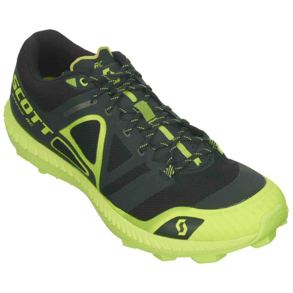 The mountain racing shoes Supertrac RC by Scott are designed for fast trail running and mountain racing, a mere 250 grams.