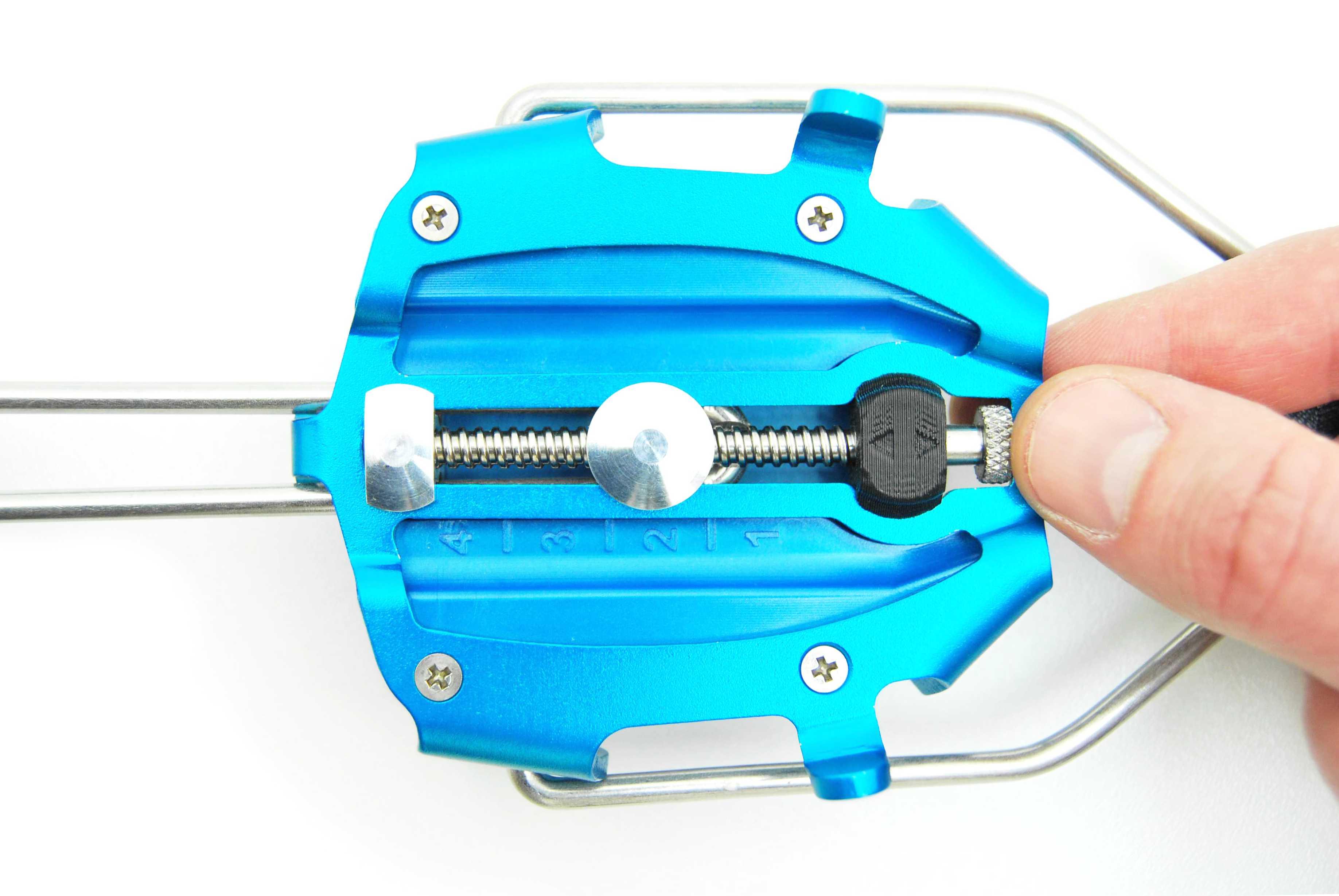 Ramponi da scialpinismo: Innovativo sistema di micro-regolazione della taglia senza l'ausilio di attrezzi, estremamente preciso e stabile.