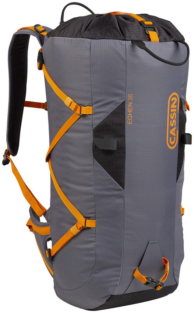 Cassin Eghen 35 is an alpine backpack for alpinism, rock climbing, multi-pitch climbing, ice climbing with variable capacity up to 45 liters.