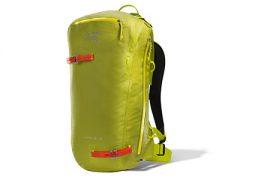 Zaino da alpinismo, scialpinismo e freeride Alpha SK 32 Pack di Arc'teryx, ultraleggero, impermeabile e straordinariamente resistente.