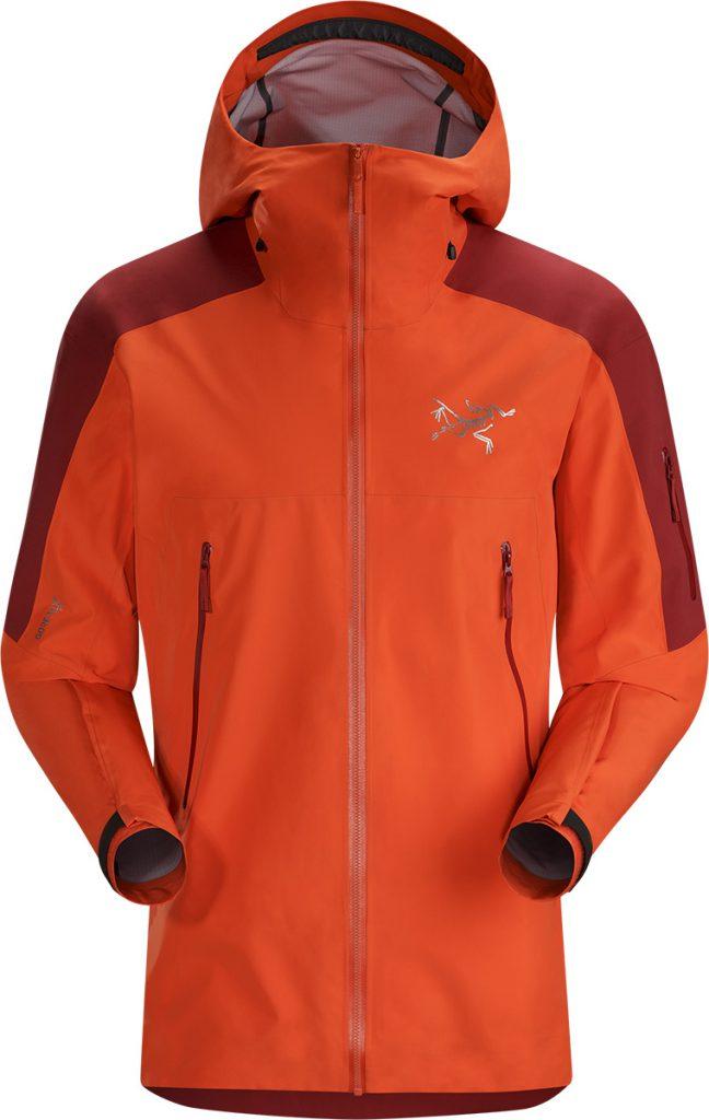 Leggera giacca scialpinismo Rush LT Jacket di Arc'teryx: protezione totale grazie al GORE-TEX e Cappuccio compatibile con il casco.