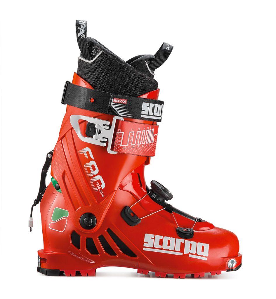 L'avanguardistico modello F1, primo scarpone per lo sci alpinismo dotato del sistema Recco in grado di rendere rintracciabili le vittime di valanga, si veste di rosso e si impreziosisce del logo storico SCARPA® nella versione F80, realizzata in 2018 pezzi numerati