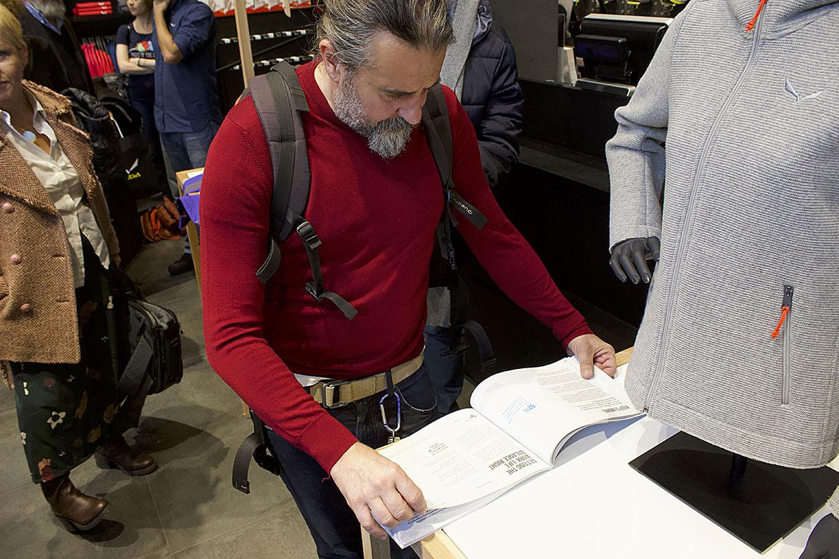 Durante la conferenza Stampa presso il Salewa Store di Milano © Damiano Sessa, Versante Sud.