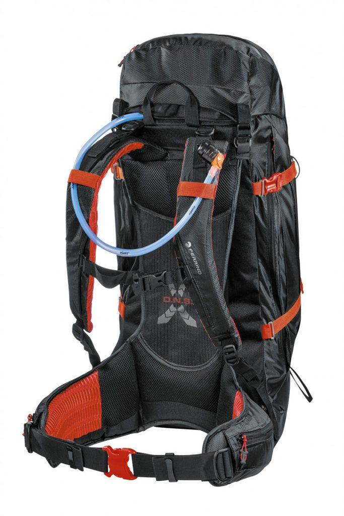 Dry Hike 48+5, lo zaino ideale per chi vuole andare lontano a piedi, sempre mantenendo all'asciutto ciò che si porta nello zaino.