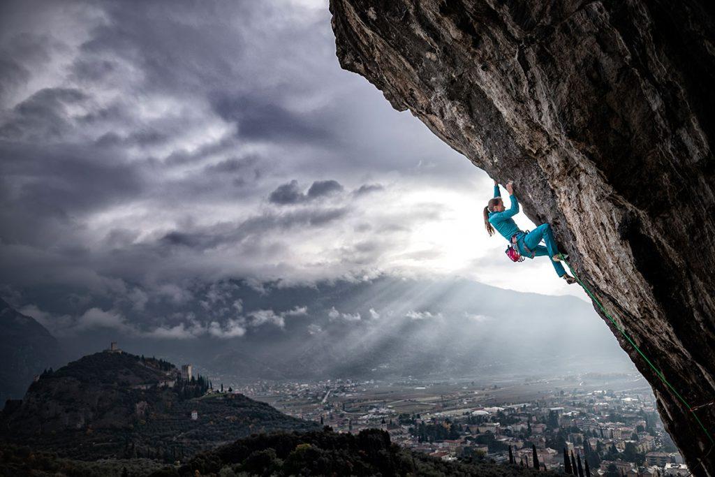 Anna Stöhr: sono forse meno note le sue notevoli imprese di bouldering e arrampicata su roccia, con prime salite in vari continenti © Daniele Molineris/Storyteller-Labs