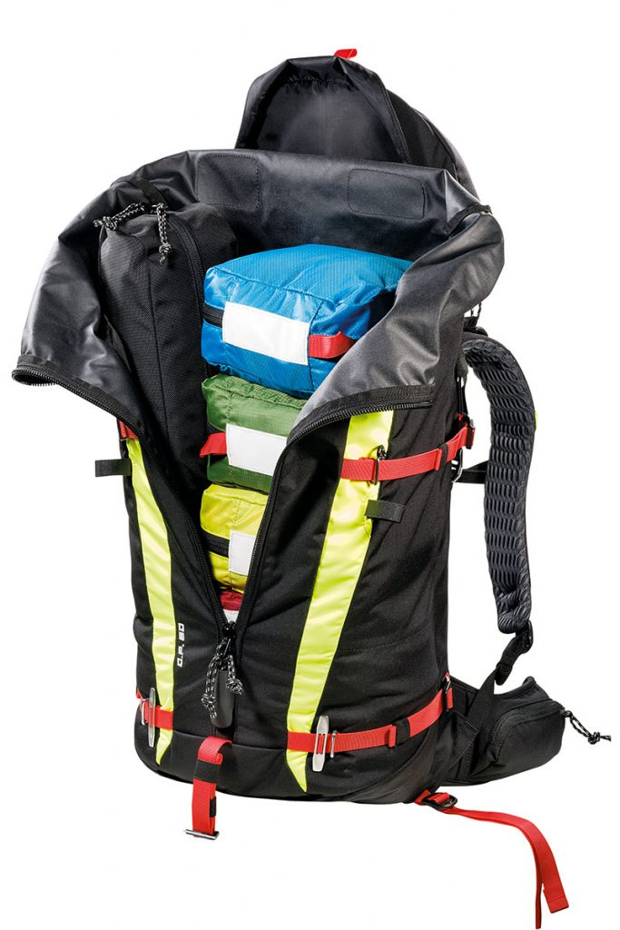 5 removable pockets in different colours to carry rescue materials