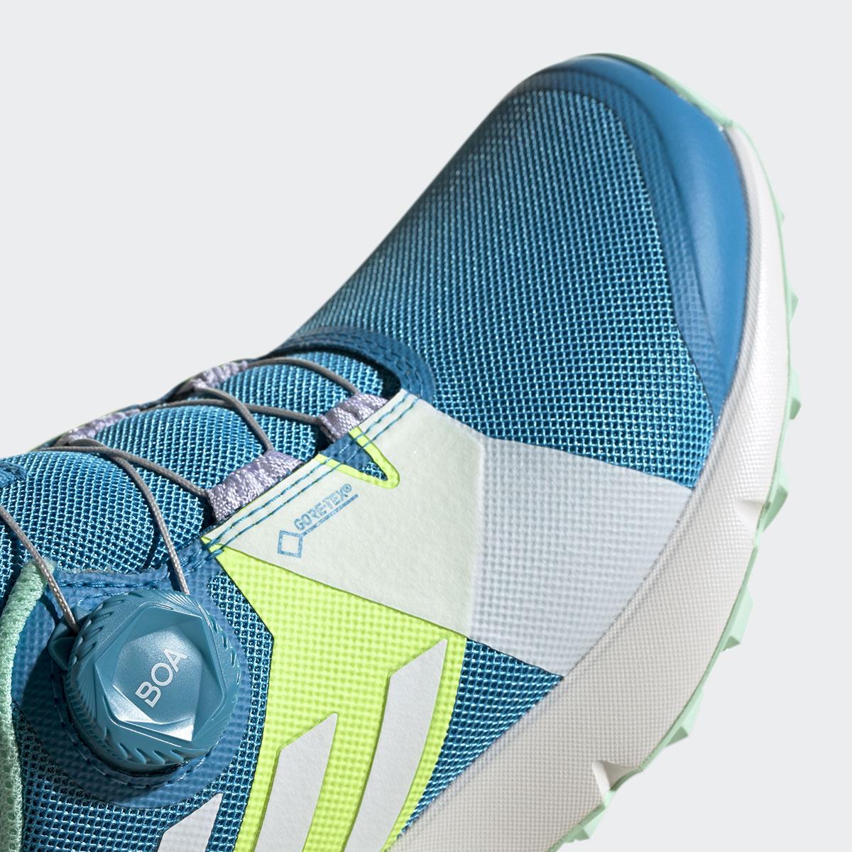 Scarpe adidas da donna in goretex Terrex Two Boa con Sistema Boa Fit da trail running. Il Boa Closure System consente di indossare le scarpe con facilità