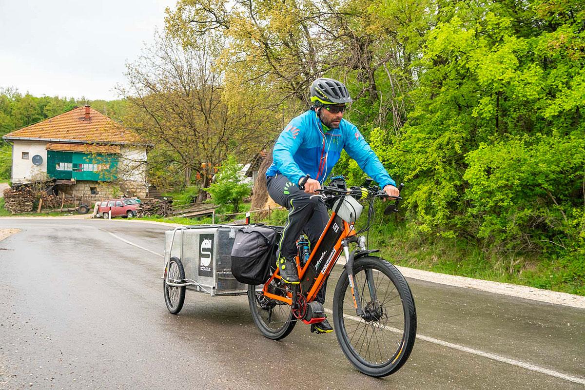 E' partito Soul Silk di Giacomo Meneghello e Yanez Borella: la vecchia via della seta in E-bike a sostegno di un progetto benefico e dell'eco sostenibilità. Partner del progetto sono SCOTT e Outdoor Research