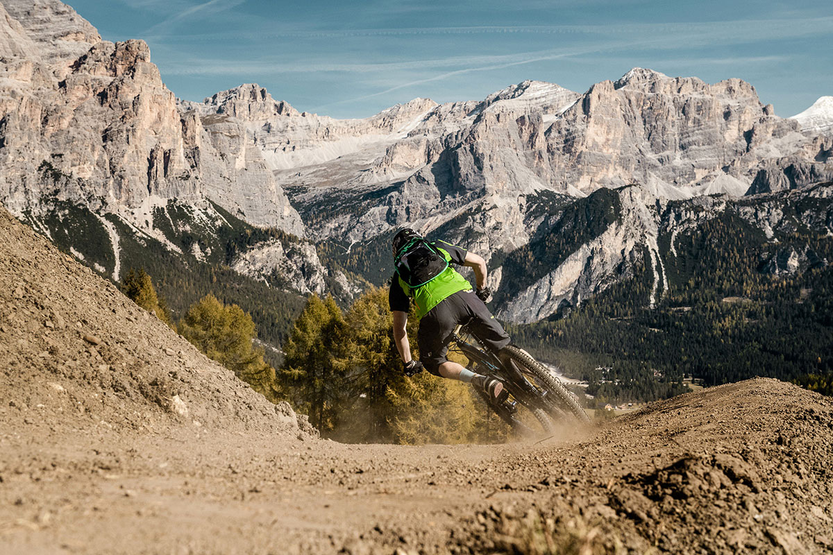 Mountain Bike in Alta Badia in Dolomiti con Karpos