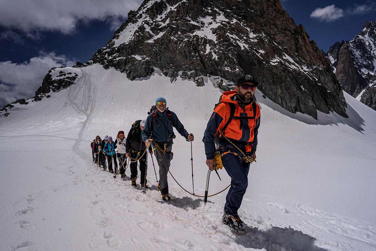 Durante la giornata i clienti Dolomite, portati dall'impianto a quota 3600 metri, hanno potuto vivere l'emozione di camminare sul ghiacciaio del Monte Bianco.