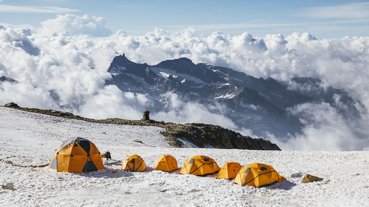 Ferrino Base Camp: a night in a tent beneath the stars! Live the beatable experience on the Alps, spending a night in tent at high altitude.