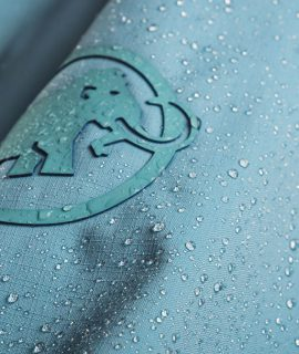 One of the strategic goals at Mammut. is phasing out per- and polyfluorinated chemicals (PFC) applied in our water-repellent products by 2023.