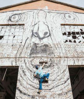 Continua la serie Mammut Elements. Nella puntata intitolata Wonderwalls il climber Michael Piccolruaz arrampica sugli edifici di Milano e Reggio Emilia. Foto: Thomas Monsorno