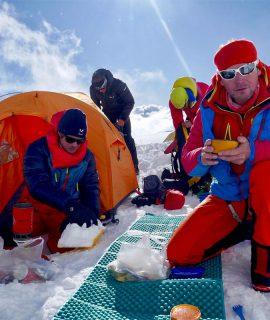 Gli alpinisti Millet Francesco Ratti e Marco Camandona sono impegnati in una difficile spedizione in Nepal per salire Pangpoche e il Manaslu.