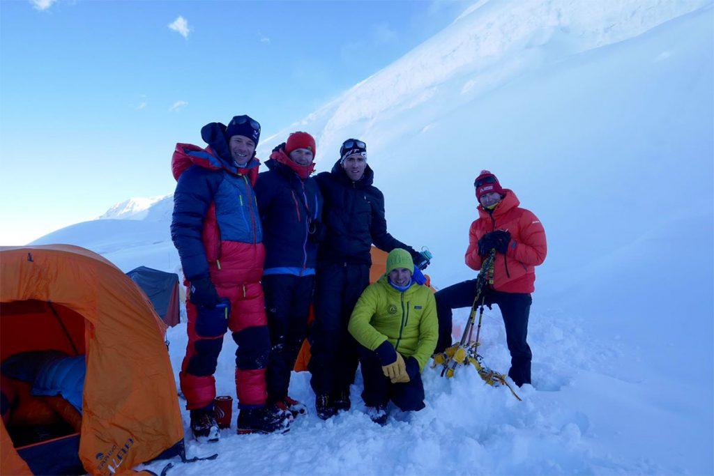 Gli alpinisti Millet Francesco Ratti e Marco Camandona con François Cazzanelli, Emrik Favre e Andreas Steindl,