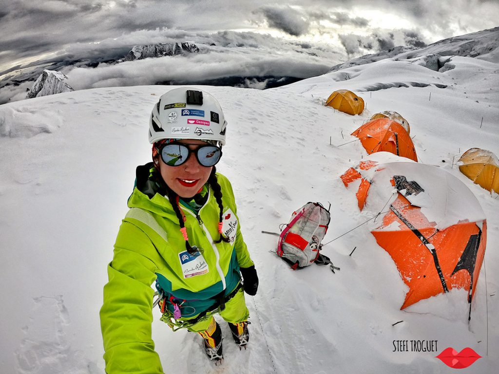 Stefi Troguet: Ferrino provided her with its advanced products, like for example the backpack Radical 80+10, the sleeping bag Revolution 1200 WTS and the custom made expedition down jacket.