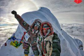 """Stefi Troguet, Ambassador Ferrino, in cima al Manaslu, suo secondo Ottomila. L'alpinista spagnola """"con il rossetto rosso"""" vuole continuare a sognare e si propone nuove sfide."""