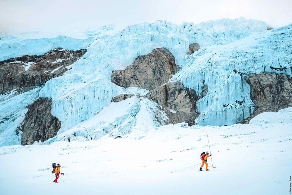 La prima spettacolare discesa con gli sci da Lhotse nel European Outdoor Film Tour 19/20, con Hilaree Nelson e Jim Morrison.