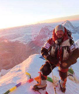 Osprey vuole celebrare l'impresa straordinaria di Nirmal Purja, l' alpinista conosciuto anche come Nims che ha scalato 14 delle montagne più alte al mondo in meno di 7 mesi. Il record precedente era di 7 anni