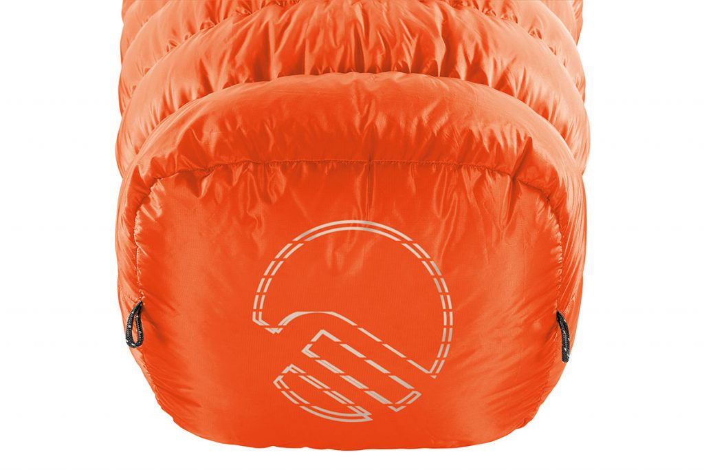 Goose down sleeping bag HL Revolution by Ferrino, ideal sleeping bag for those looking to sleep comfortably on expeditions in extreme conditions, since it provides heat insulation up to -40°C and comfort at around -18°C.