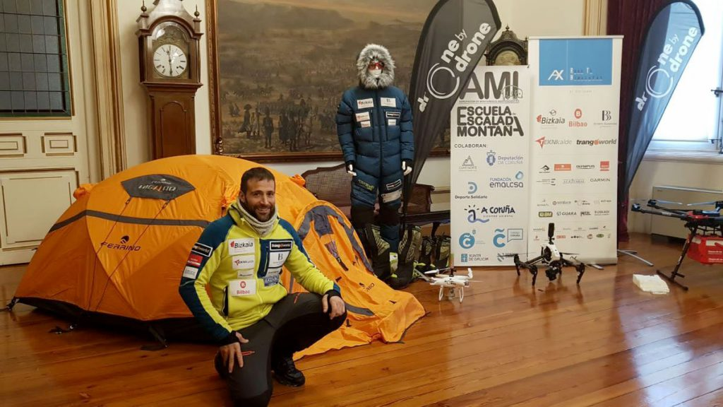 Ferrino welcomes Alex Txikon to its team, the collaboration starts with the imminent AX Road Himalayas 19-20 expedition. The Italian outdoor company will supply backpacks, tents and mountain equipment to support him in the extreme conditions of the Antarctic and Everest expedition.