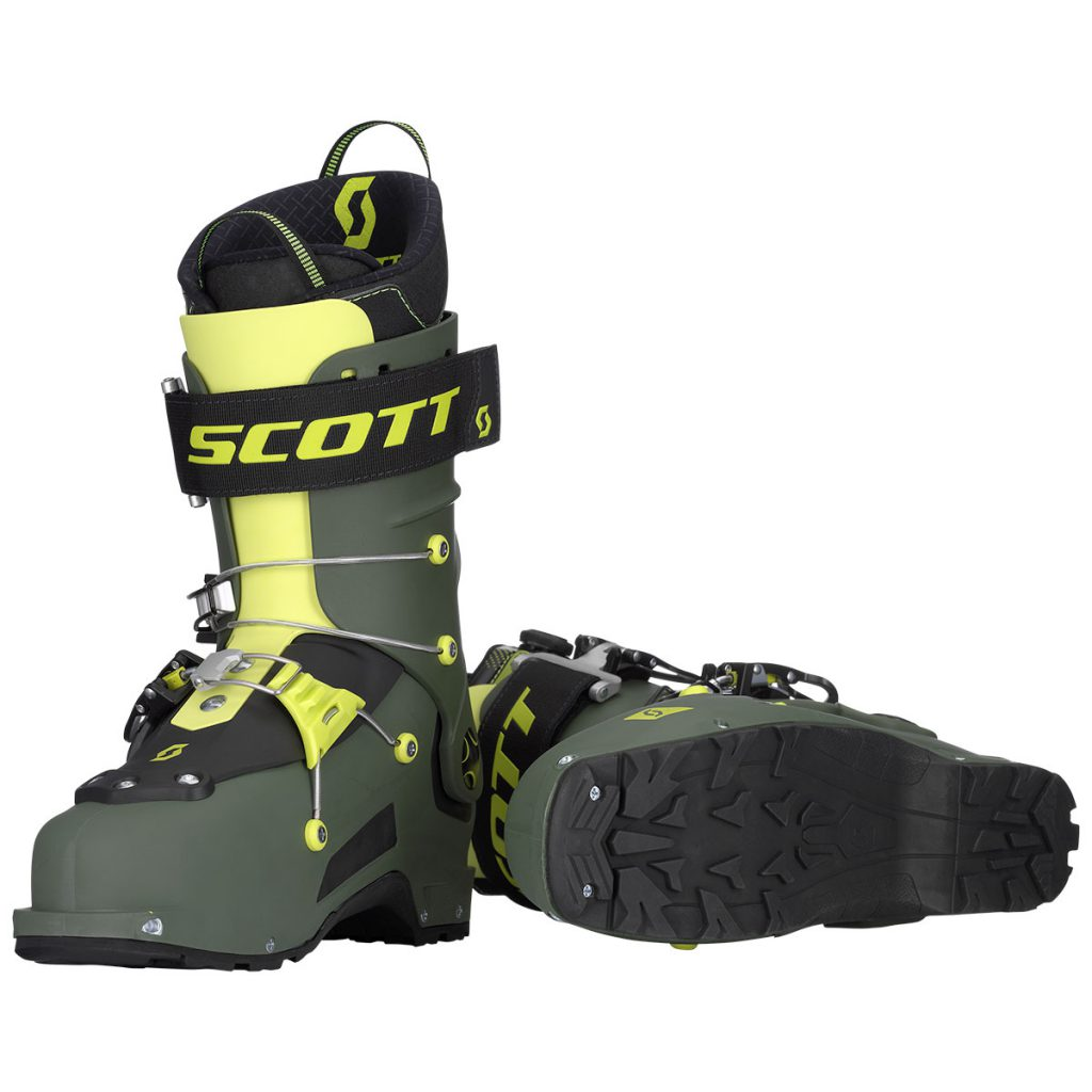 Scott Freeguide Carbon ski boot is the new standard in freetouring ski boots; integrated rear ski/walk mechanism for ultimate downhill skiing performance.