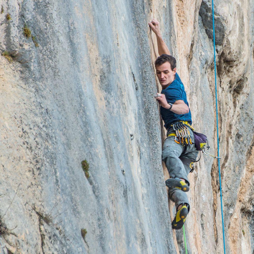 Alessandro Ale Zeni non è solo il più forte climber al mondo nell' arrampicata su placca. E' anche un atleta che impersonifica la filosofia Karpos. Foto Giacomo Tonoli