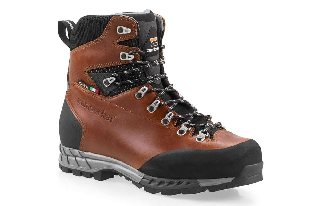 Durable and extremely comfortable Tuscan leather backpacking boots Aspen GTX RR by Zamberlan with GORE-TEX waterproof lining to keep your feet dry