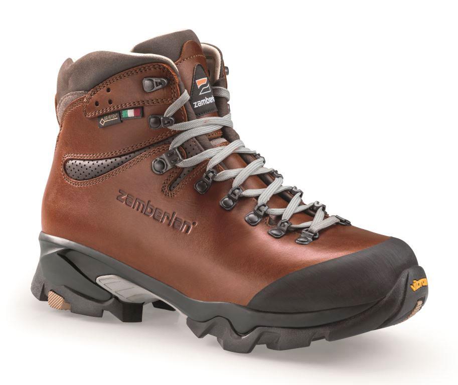 Scarpe da trekking in pelle toscana Vioz Lux GTX RR di Zamberlan con fodera in Goretex consigliate per l'escursionismo di più giorni.