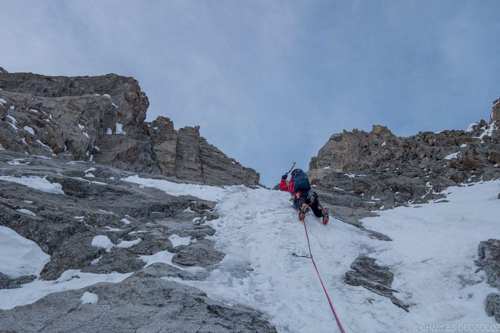 Yann Borgnet and Charles Dubouloz making the first integral repeat of Via in memoria di Gianni Comino in the heart of the Grandes Jorasses