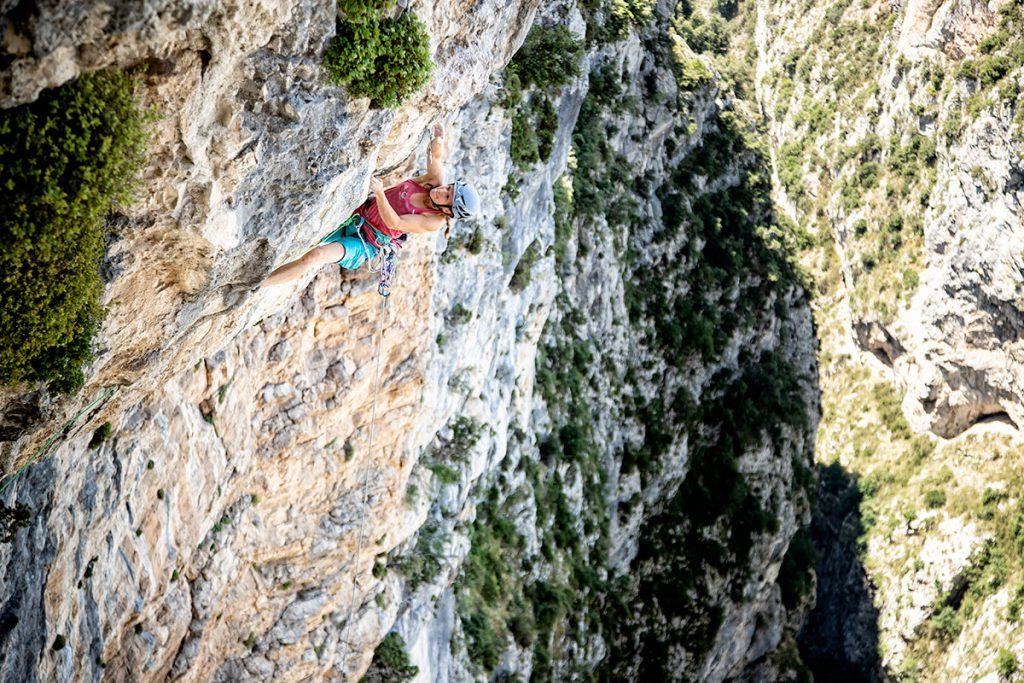 Anna Stöhr su Ali Baba (8 tiri, 250 metri, 8a+) ad Aiglun in Francia