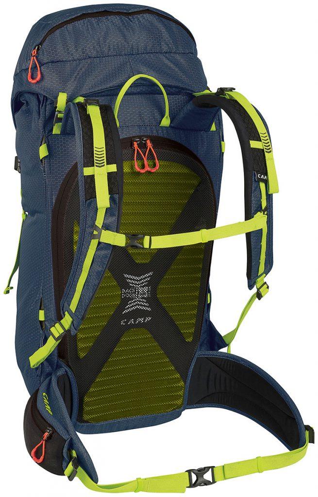 Zaini da alpinismo e per cascate di ghiaccio M30 di CAMP, con cappuccio amovibile, apertura sullo schienale ed un peso di soltanto 1100 grammi .