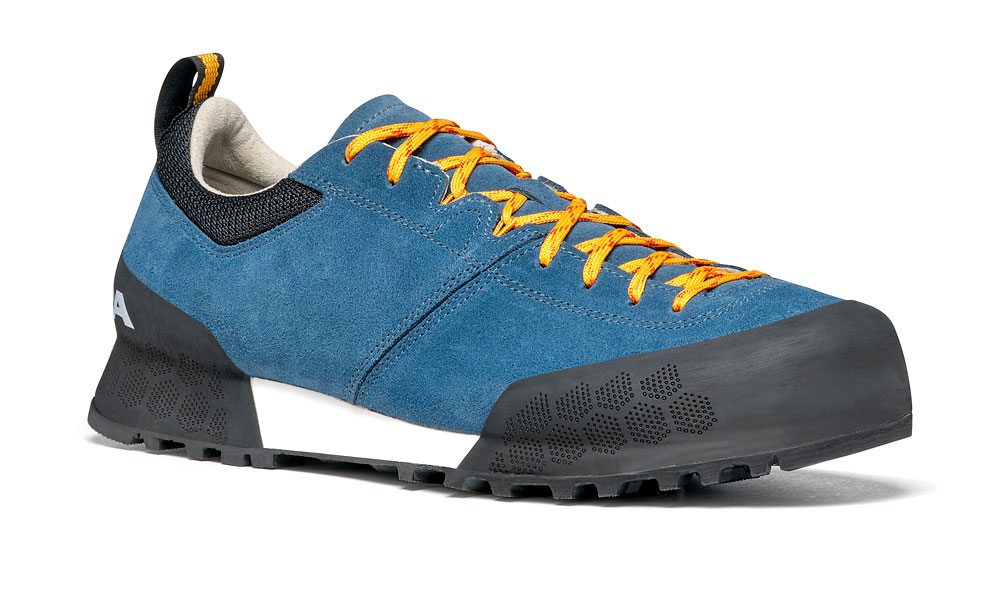 Kalipè by SCARPA is an extremely comfortable approach shoe designed for prolonged use, versatile and ideal for rocky terrain.