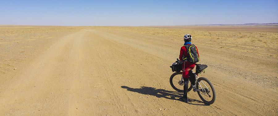 Omar Di Felice ha completato la traversata del Deserto del Gobi. Lo ha fatto in bicicletta e nella stagione più fredda, com'è nel suo DNA.