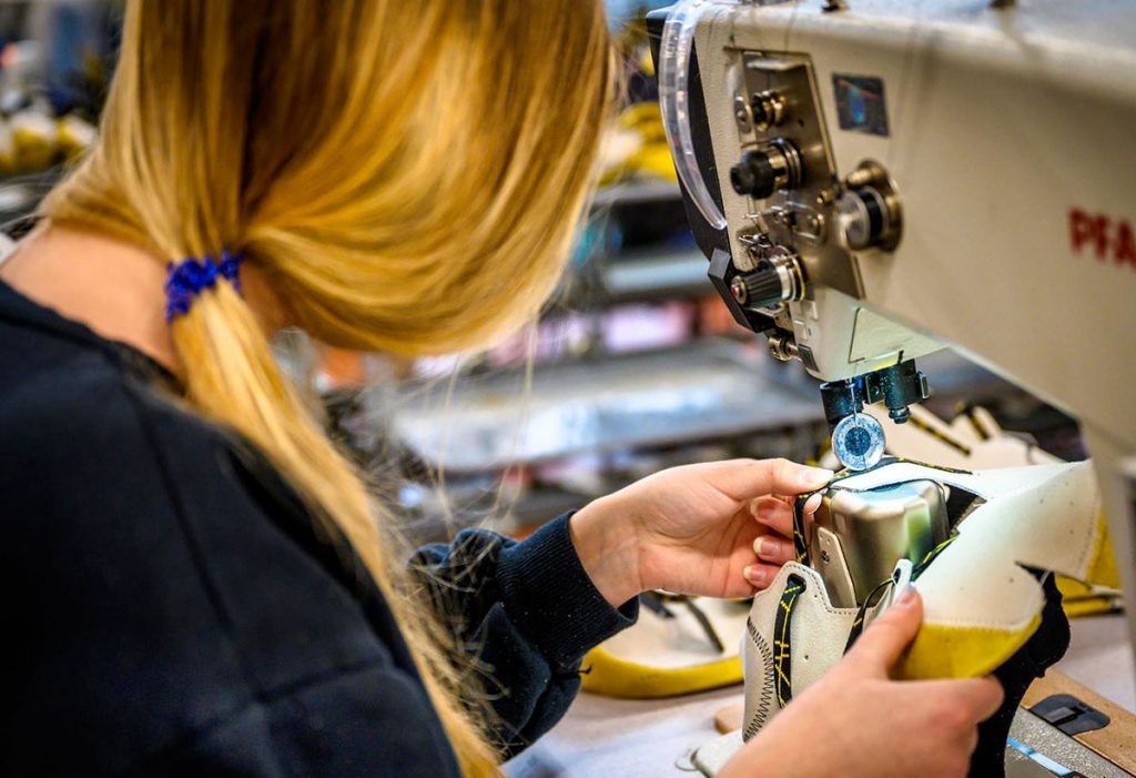 Masks, gloves and social distancing are the new mantra of phase two in the fight against the Coronavirus epidemic and La Sportiva is ready to face it in safety: from Monday 18th May the production of climbing shoes and mountain boots officially resumes in its factories in Val di Fiemme and with it the whole production chain.