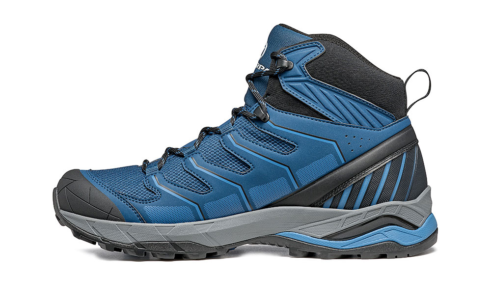 Speed hiking shoes SCARPA Maverick Mid GTX, the ideal walking boot for all the mountain passionates who enjoy trekking and fast hiking.