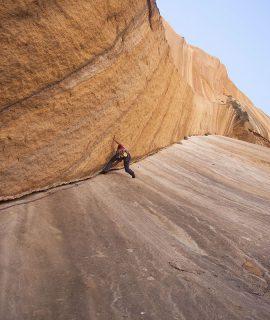 Lo Spitzkoppe e il granito rosso della Namibia sono stati un pretesto per scoprire con Karpos un paese che lascia un pieno di panorami, colori ed immagini.